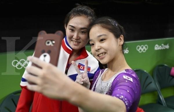 Meski Negara Tak Akur, Tapi Atlet Korut dan Korsel Selfie Di Olimpiade 2016