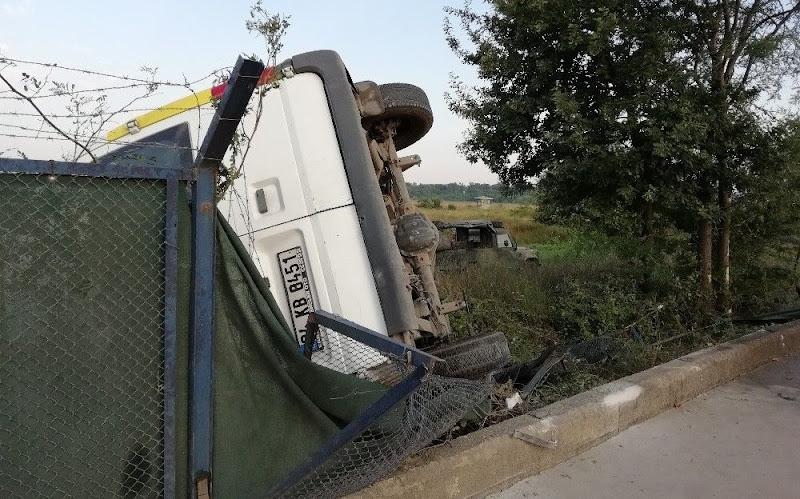 Kontrolden çıkan minibüs askeri bölgeye girdi: 2 yaralı