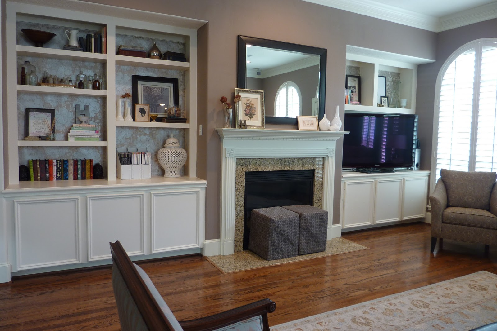 Name 5 things house tour living room for Things to put on shelves in living room