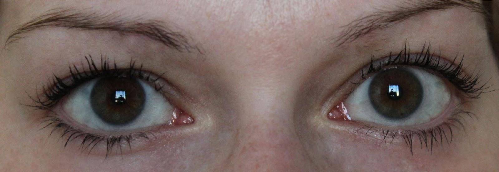 5b848766762 oben meine ungeschminkten Wimpern (mit Wimpernwelle) – unten mit LashBlack