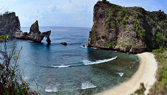 Pantai Atuh Surga Tersembunyi Di Nusa Penida