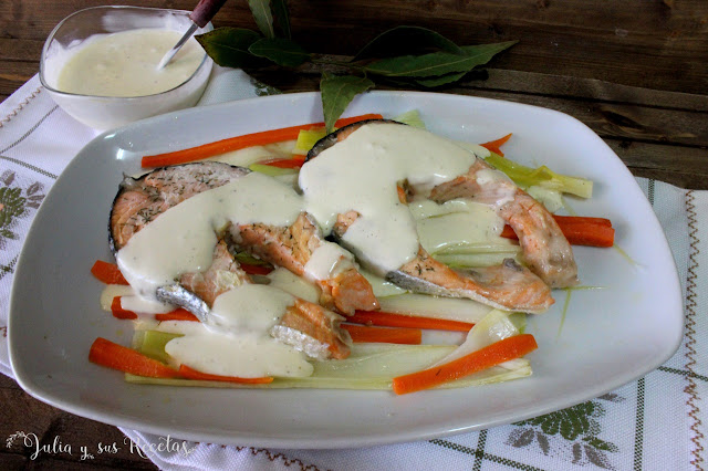 Salmón en papillote con salsa holandesa. Julia y sus recetas
