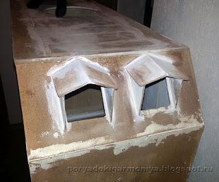 кукольный домик шаг за шагом, как сделать мансардное окошко в кукольном домике, этапы строительства кукольного домика
