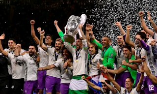 sergio ramos lifting ucl cup 2017 with andalucia flag tied around his waist