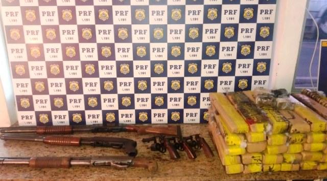Com seis armas de fogo e mais de 40 kg de drogas, casal é pela PRF