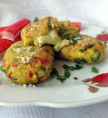 Kotleciki z paluszków surimi nadziewane mozzarellą