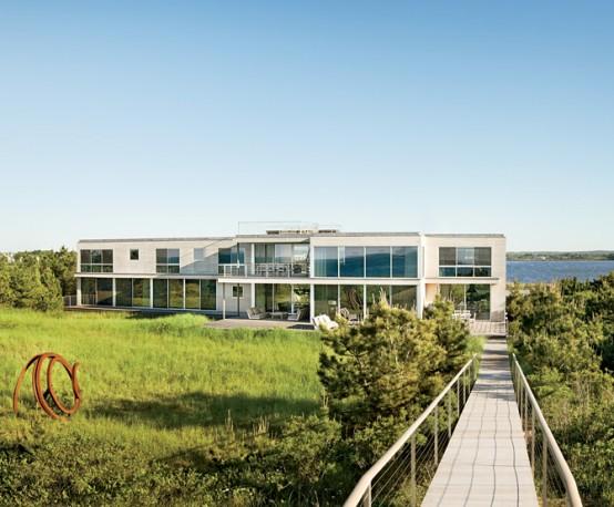 Calm And Simple Beach House Interior