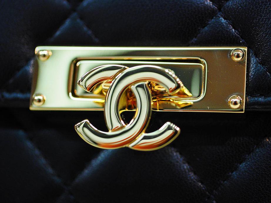 68e91d90ded8 シャネル CHANEL ココマーク ロック式 サイフ (ココロック) 鍵付き マトラッセ フラップウォレット 長財布 お買い取り致しました 国内定価  171,720円(税込)A80768