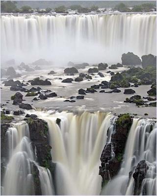 น้ำตกอีกวาซู (Iguazu Falls)