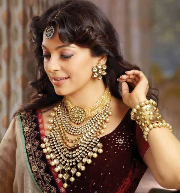 Women S World Juhi Chawla In Kundan Jewellery