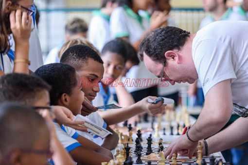 Une simultanée d'échecs jouée par le grand-maître Fabien Libiszewski - Photo © France-Antilles