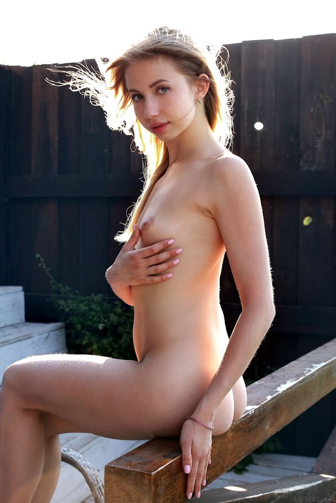 title2:MetArt Dominica Pure Light - idols