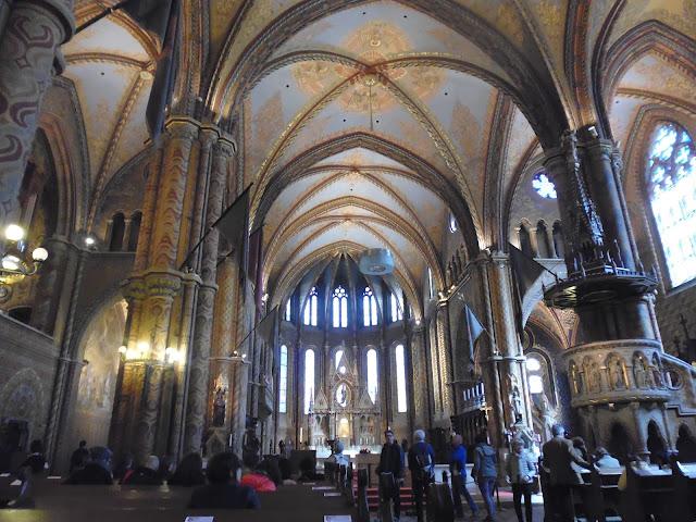 Interior de la Iglesia de Matías (Budapest) (@mibaulviajero)