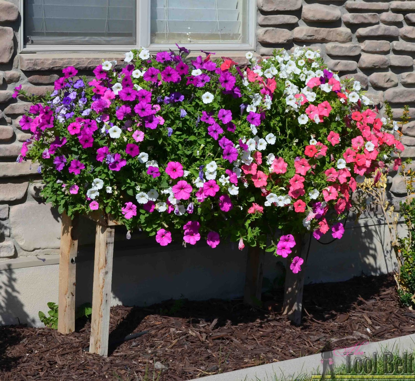 Pallet Planter Box For Cascading Flowers | Do it yourself ...