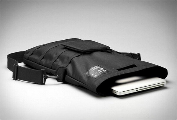 minimal laptop carrying shoulder bag