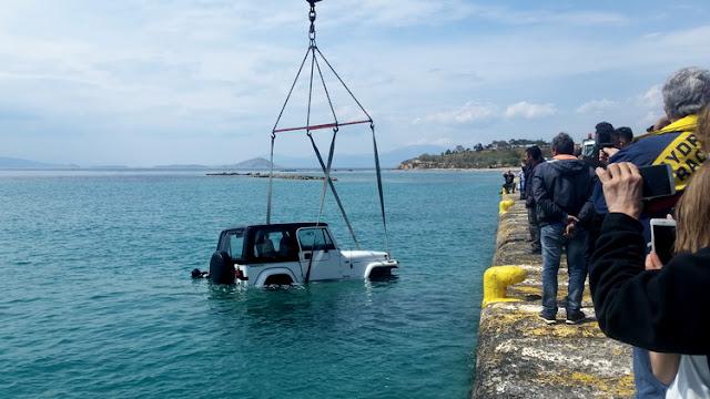 Πτώση αυτοκινήτου στο λιμάνι της Αίγινας