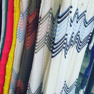 Vestidos em tricô para sacoleiras