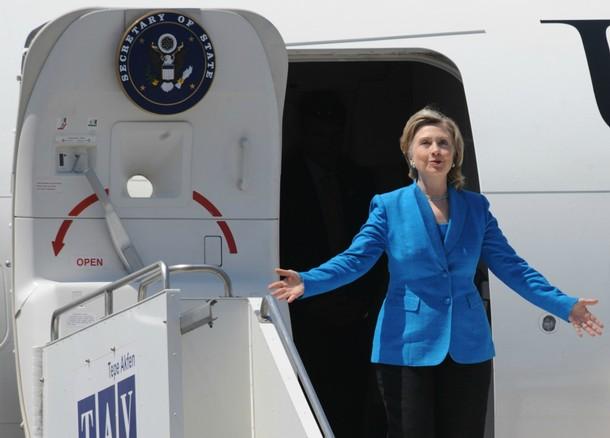 https://i0.wp.com/3.bp.blogspot.com/-hVvQtoRMENU/TcQaUgLDRVI/AAAAAAAAQOk/jbQpz_6F27o/s1600/The+World+of+Hillary+Clinton+Airplane.jpg?w=600&ssl=1