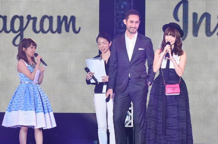 小嶋陽菜 Haruna Kojima With Instagram CEO Photos