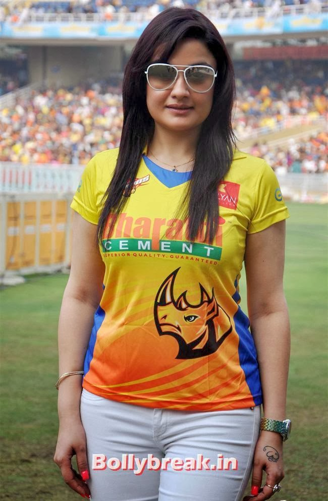 , Trisha & other South Actresses at CCL Season 4 2014