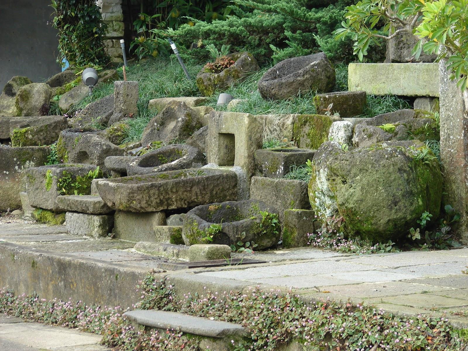 Paisajismo pueblos y jardines jardines de rocalla y rock for Jardines con piedras y troncos