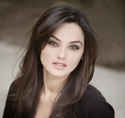 Pakistani Model Sadia Khan Latest Hot Photos With Biography
