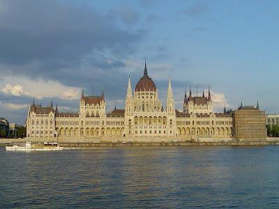 http://radiacja.blogspot.com/2012/12/budapest-fm-radio.html