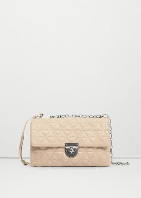 http://shop.mango.com/FR/p0/femme/accessoires/sac/portes-croises/sac-croise-matelasse?id=73070169_99&n=1&s=rebajas_she.bolsos