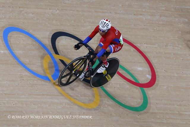 Marlies Mejías de Cuba compite en el Scratch (10 km) del Ómnium del ciclismo de pista de los Juegos Olímpicos de Río de Janeiro, en el Velódromo Olímpico, en Barra de Tijuca, Brasil, el 15 de agosto de 2016.