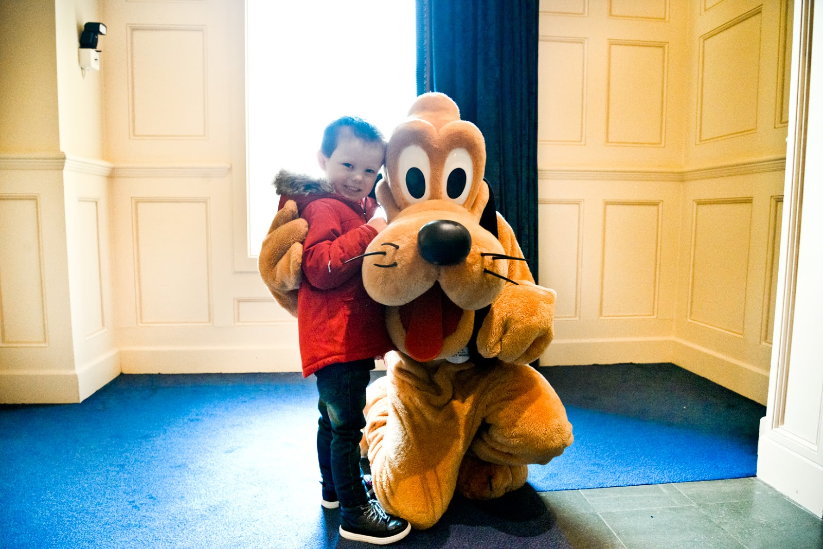 meeting pluto, first time at disneyland paris, disneyland paris travel blog, disneyland, disneyland paris highlights, disneyland paris must do, vegetarians at disneyland paris,