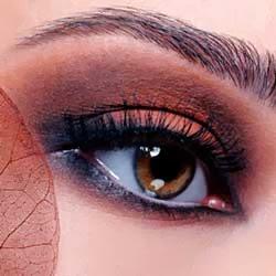 ojo ahumado en color marron