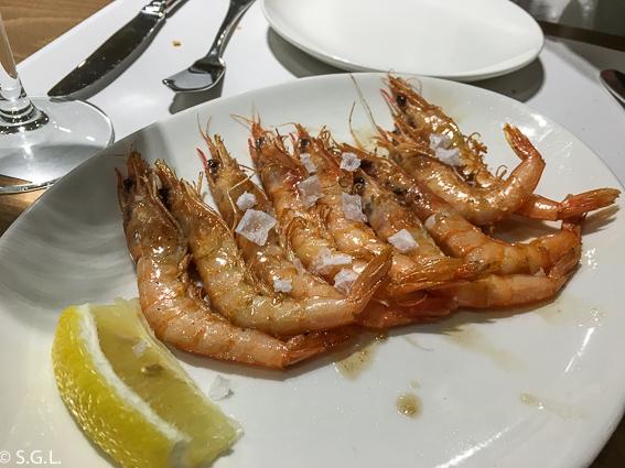 Comer en Bilbao. Restaurante Los Fueros. Gambas a la plancha