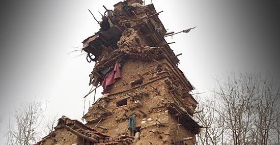 Bizarra Torre da morte é construída por um fazendeiro chinês  - Capa