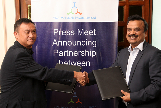 R-L Ajay Laddha, co-founder, YMS Mobitech and Stanley Chu, Founder and Director, CAPDASE