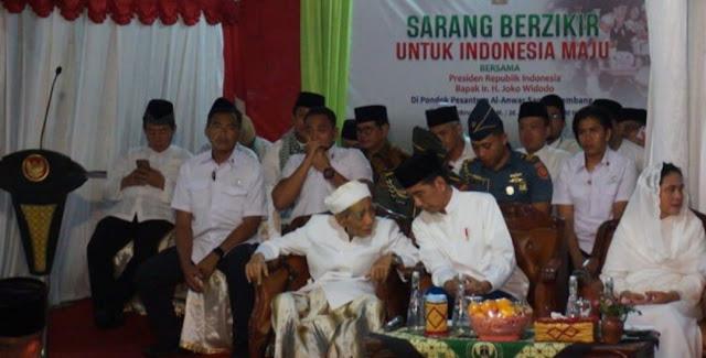 Dikunjungi Jokowi, Mbah Moen: Pilih yang Paling Dekat Malam Ini