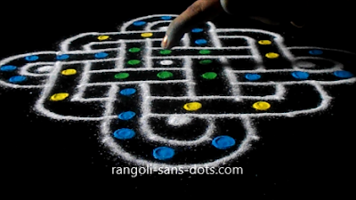 line-kolam-with-dots-23as.jpg