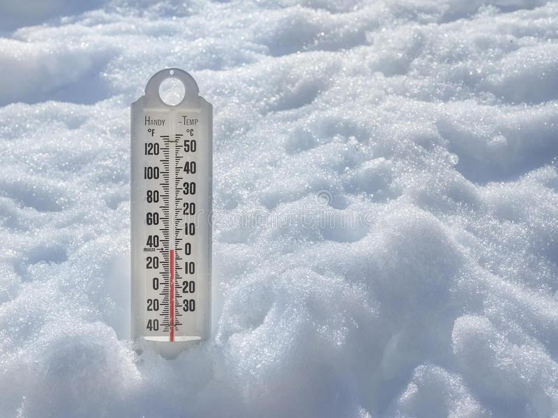 https://3.bp.blogspot.com/-hXdEX2RRv-M/Wj9RWAAH28I/AAAAAAAAn98/LuBsPxWWv-0dLLonajLSuflMJGm_uxNPACLcBGAs/s1600/ice-cold-thermometer-snow-to-illustrate-global-warming-38724176.jpg