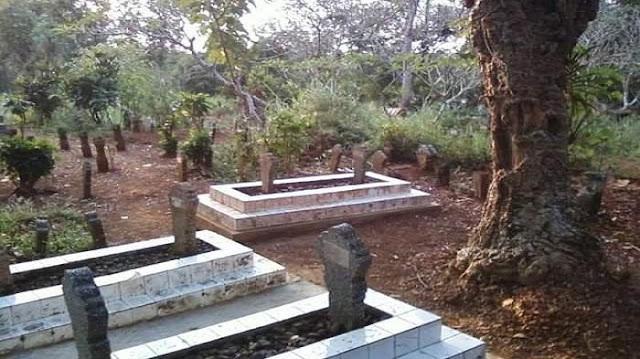 Habib Ahmad Al-Muhdlor Khatamkan Al-Qur'an 8000 Kali di Calon Kuburannya