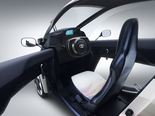 Toyota-i-ROAD-interior