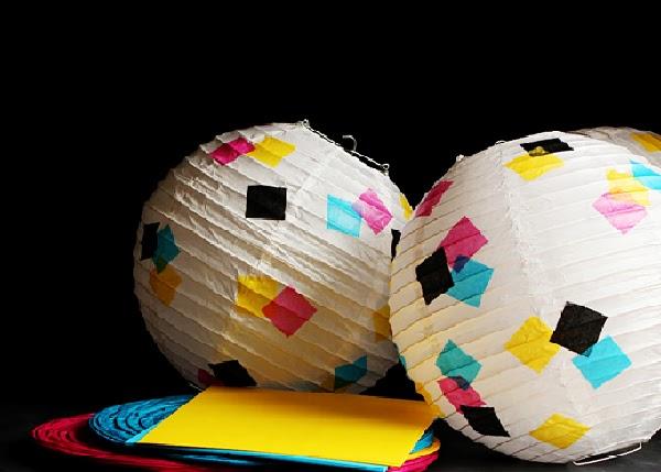 La guarida de bam decorando con bolas de papel de arroz - Lamparas de papel de arroz ...
