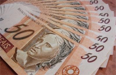 Imagem de notas de cinquenta reais