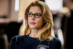 Arrow : Produtores lamentam decisão de Emily Bett Rickards de deixar a série