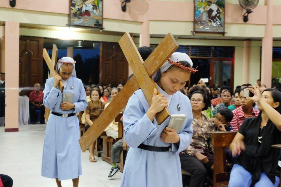 5 orang Suster Pasionis Ucapkan Kaul Dihadapan Uskup