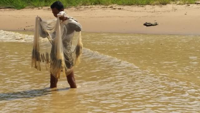 Pescadores a orillas del Tonlé Sap