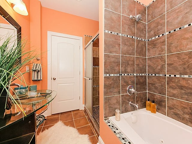 real estate photo staged master bathroom