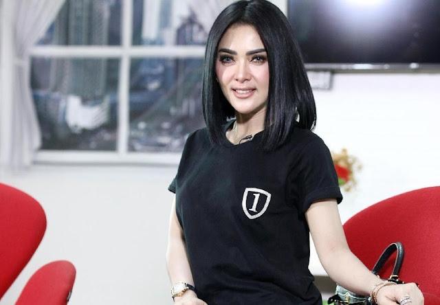 Syahrini Rela Stand Up Comedy Demi Penonton Konser yang Bahagia