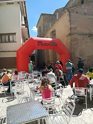 Ultra Trail estels del sud, Arnes, Beceite, plaza, bar, mesas