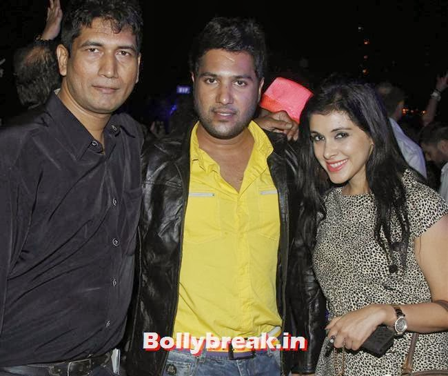Satish Reddy With Annkit Narayan And Mansi, Page 3 Babes at Sunburn Arena DJ AVICII Concert