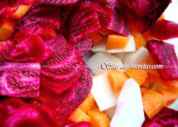 Receita contra anemia: Suco de beterraba, cenoura e inhame