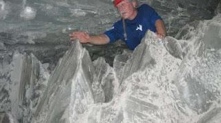 Nasa menemukan sesuatu di kristal berusia 60.000 tahun. [Telegraph]
